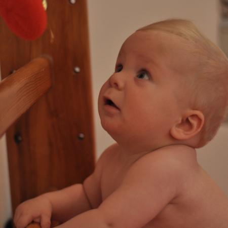 Baby schaut pekip